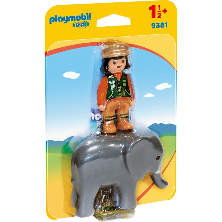 1.2.3 - Dierenverzorgster met olifant