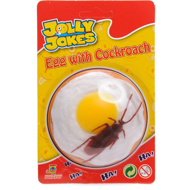 Kakkerlak op gebakken ei