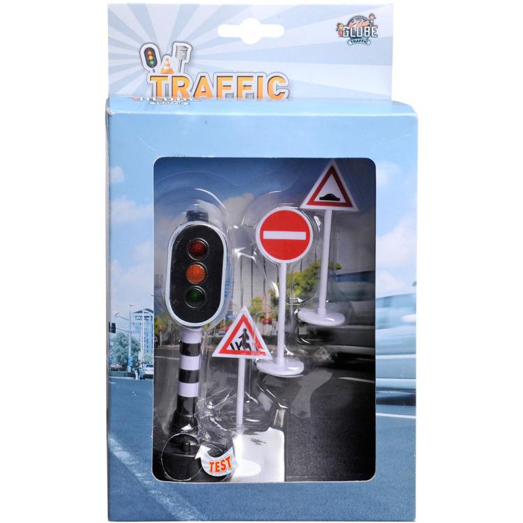 Verkeerslicht met 3 verkeersborden